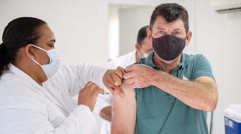 Cotia inicia vacinação contra a Covid-19 em pessoas a partir de 55 anos